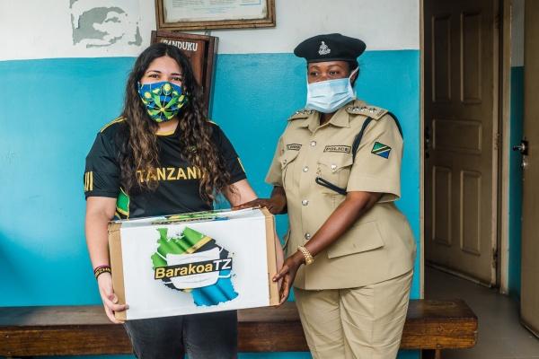 Rania Nasser donating masks to the Salendar Bridge Police Station